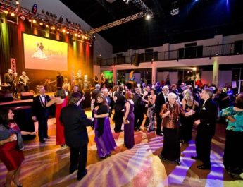 Here is How to Select the Best Corporate Entertainer for your Event