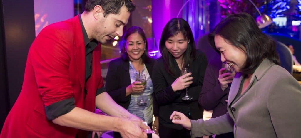 Roving Magician – Great Way to entertain